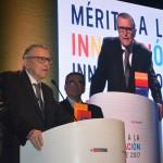 Doctor Johan Leuridan Huys Recibió Reconocimiento Del Ministerio De La Producción
