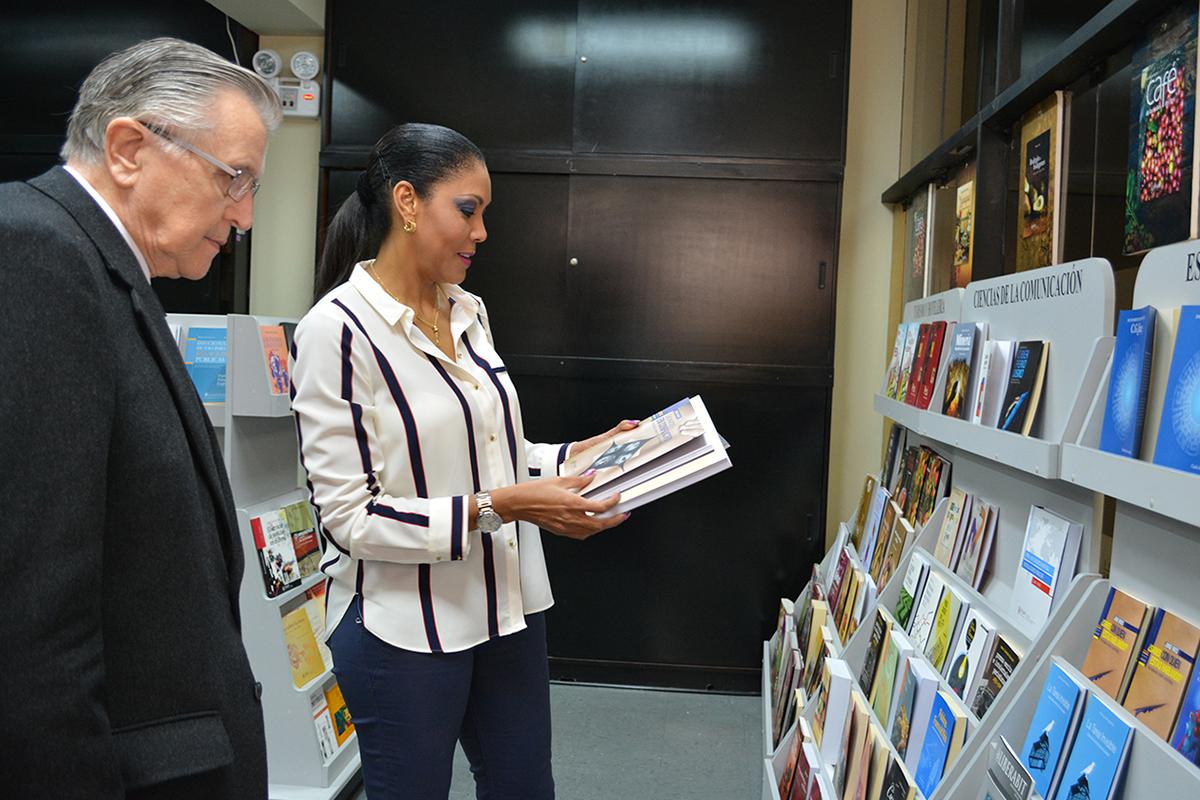 Cenaida Uribe Visitó Nuestro Campus